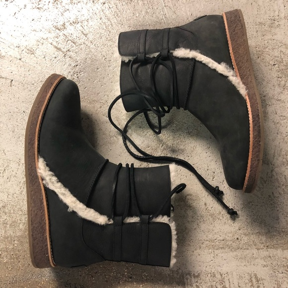 776a973aca0 Ugg Boots 9 Louisa Black Leather Snow Shearling